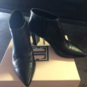 Ivanka trump black leather zip ankle booties 5.5m